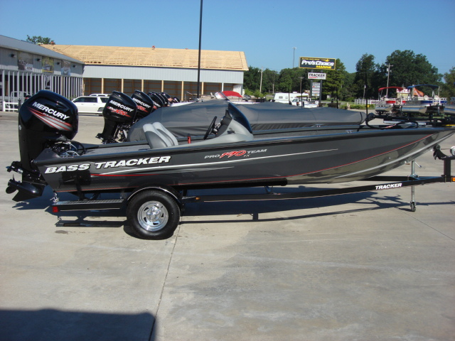 TRACKER BOATS Bass & Panfish Mod V Pro Team 190