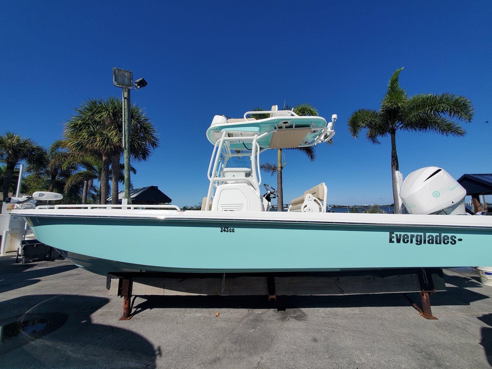 Everglades Center Console 243 CC
