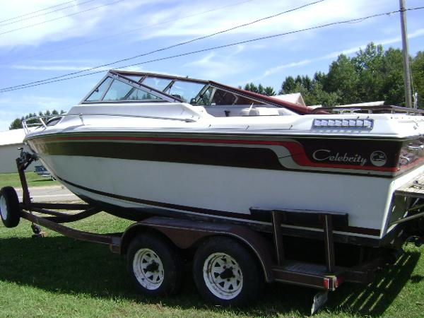 1996 celebrity 240 bowrider boats