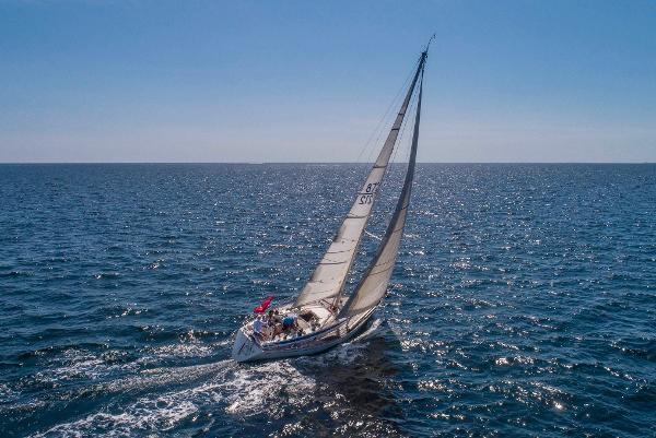 Nautor Swan 371 Port tack sailing