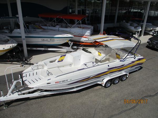 Conquest Boats 28 DECKBOAT