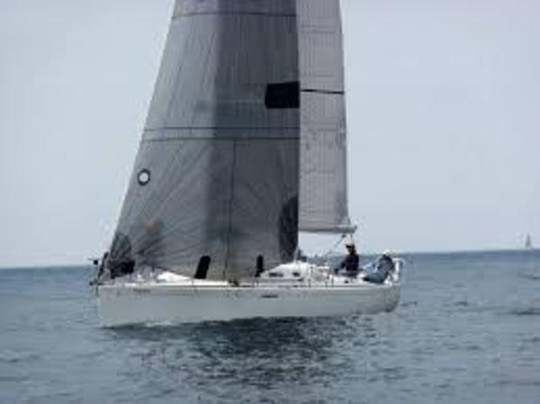 Beneteau 40.7 First Sistership