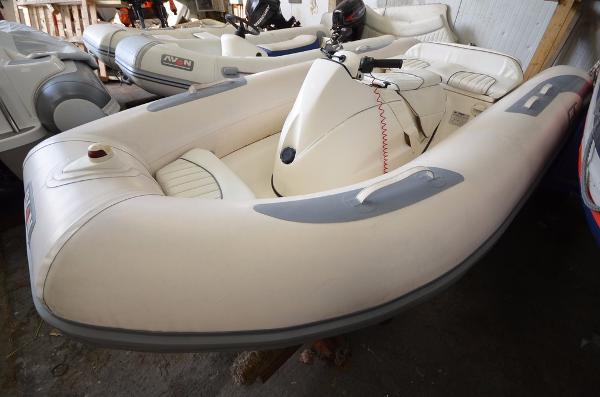 Avon 320 Seasport Jet