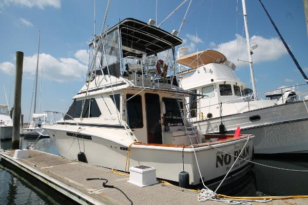 Chris-Craft Commander 392 Sport Fisherman Port Stern