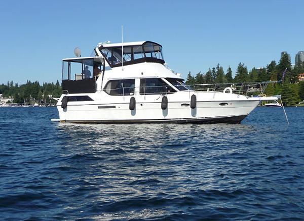 Cooper Prowler  Aft Cabin Motor Yacht 42 Cooper Motoryacht at Anchor
