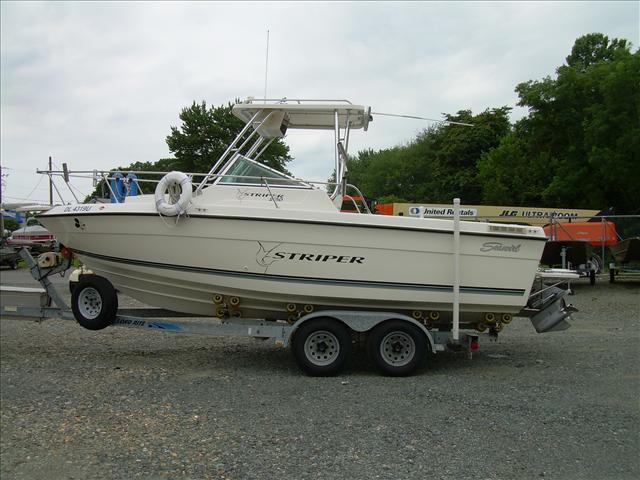 Seaswirl Striper 2150 WA Striper