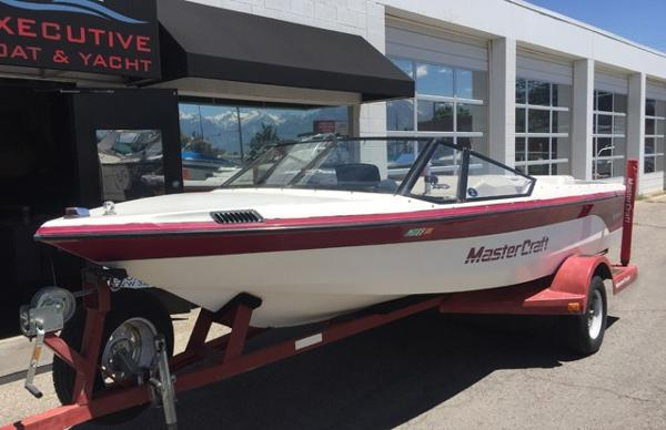 Mastercraft Prostar 190 Closed Bow