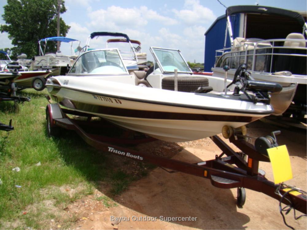 TRITON BOATS 190-FS w/150 HP Mercury
