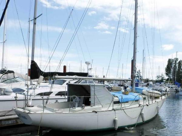 Alberg 37 - Cruising Sailboat