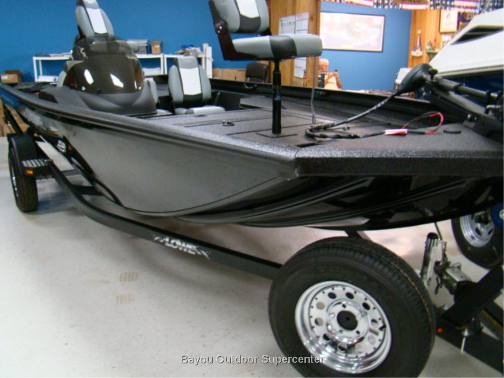 LOWE BOATS Stinger ST 175 (Metallic Black w/60 HP Mercury 4 Stroke)