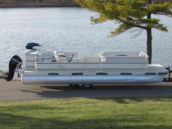 Tahoe Pontoon 24TM