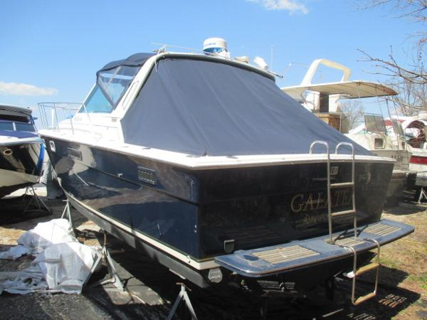 Tiara 3100 Open Port Quarter
