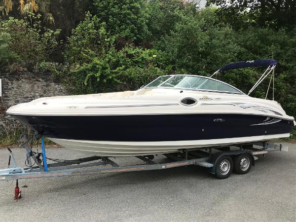 Sea Ray 240 Sundeck