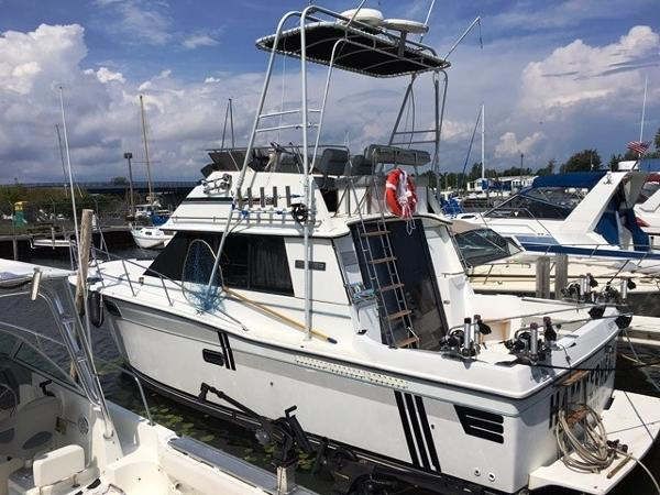 Carver 3227 Convertible Docked