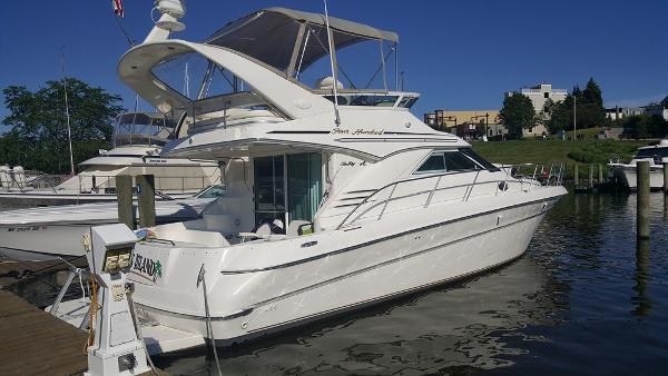 Sea Ray 400 Sedan Bridge Exterior 1