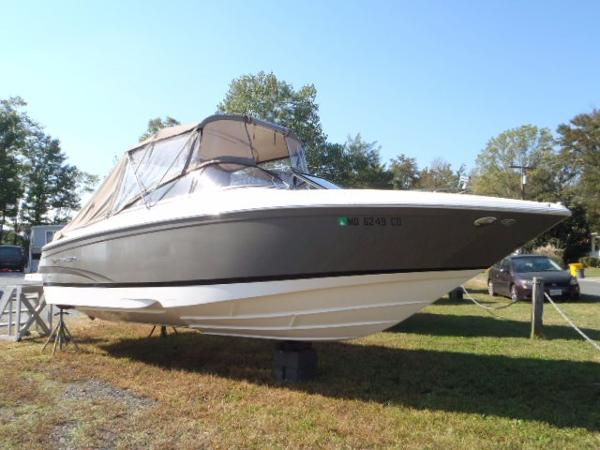 Regal 2700 Bowrider Starboard Bow
