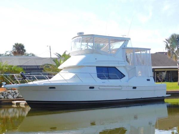 Bayliner 4087 Diesel CPMY with Hardtop Profile