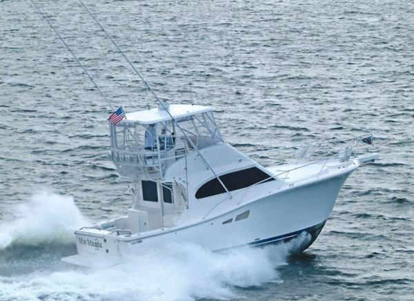 Luhrs Convertible Profile