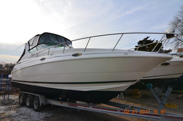 Cruisers 2870 Express 2003 Cruisers Yachts 2870 Express - Starboard Bow