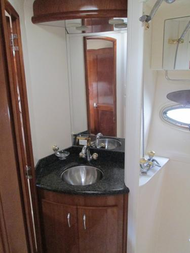 Forward Cabin, Head/Vanity