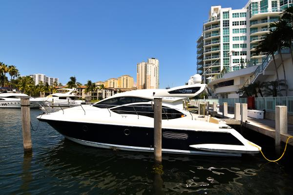 Azimut 40S PORT SIDE VIEW