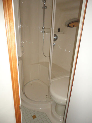 Master Head w/Separate Shower Stall