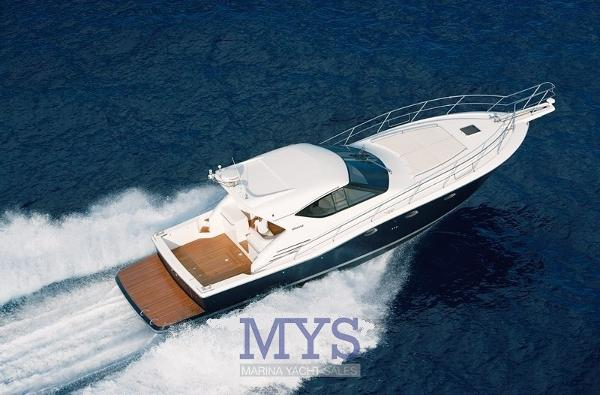 Uniesse 48 Hard Top UNIESSE MARINE 48 HARD TOP (01)