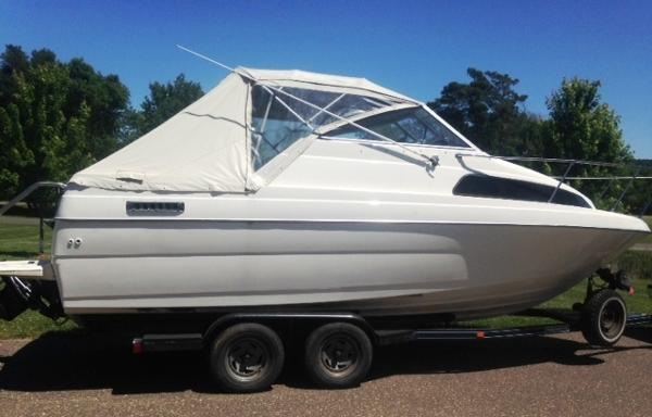Bayliner 2250 Classic Broad Side