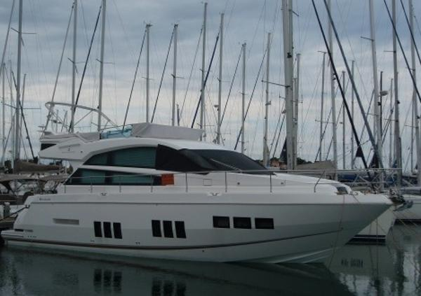 Fairline Squadron 50 Moored up
