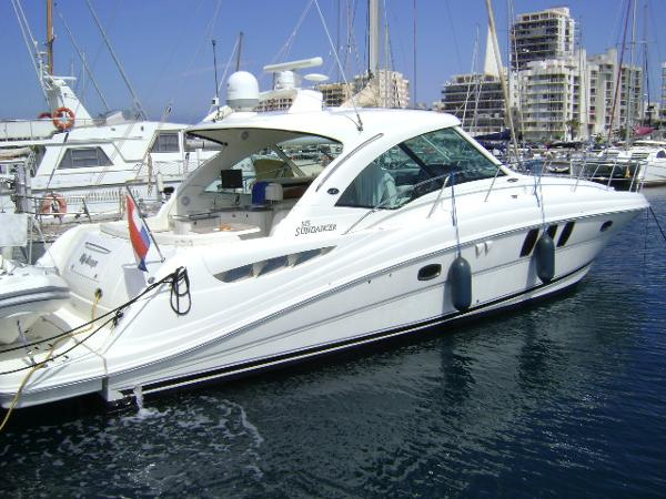 Sea Ray 515 Sundancer Stern to