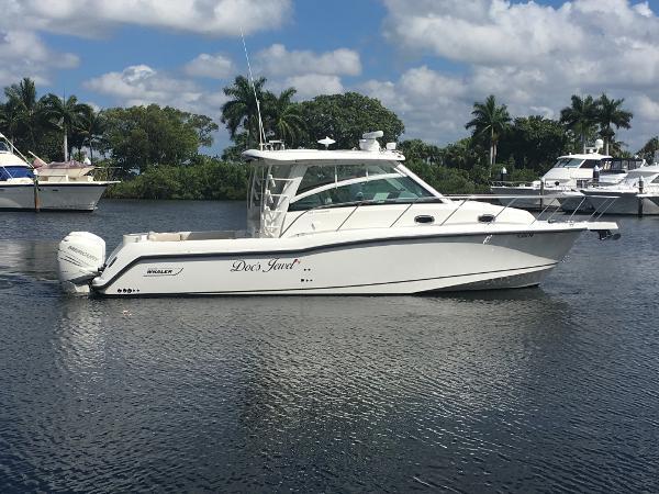 Boston Whaler 345 Conquest 345 Profile