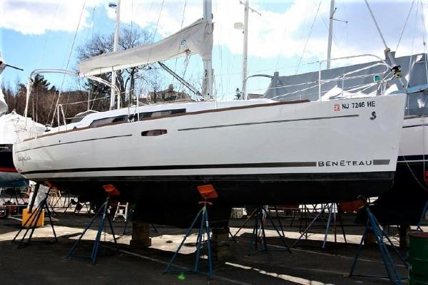 Beneteau Oceanis 31 Starboard