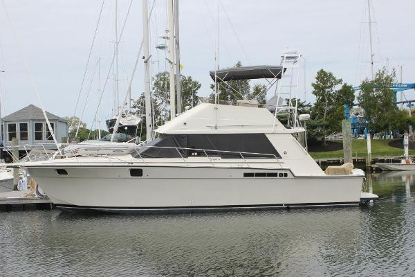 Silverton 40 Convertible Port view