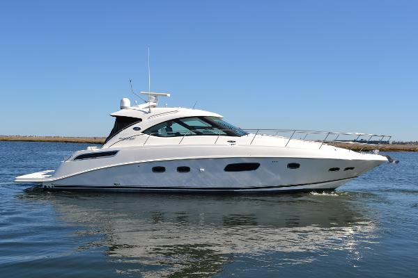 Sea Ray 430 Sundancer Starboard Side