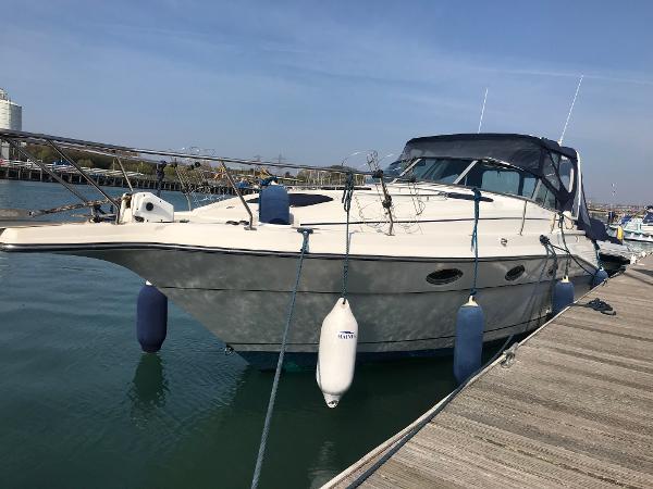 Cruisers Yachts Rogue 3070