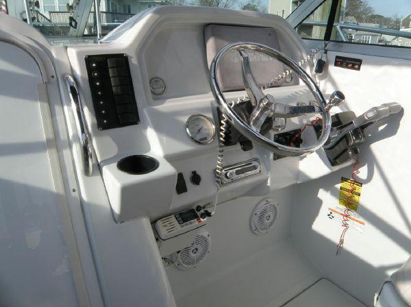 2006 Glacier Bay 2270 Isle Runner, helm and dash