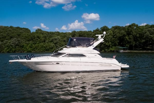 Sea Ray 450 Express Bridge Port profile