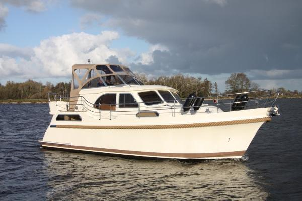 Intercruiser 35 Intercruiser 35 exterior