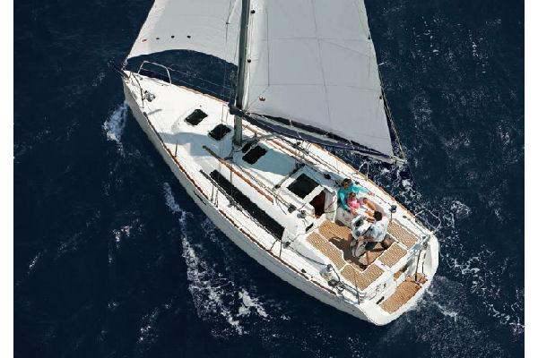 Beneteau Oceanis 31 Manufacturer Provided Image