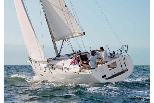 Beneteau Oceanis 34 Manufacturer Provided Image - Sailing