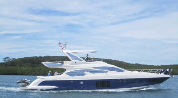 Azimut 64 Azimut 64 with Blue Hull