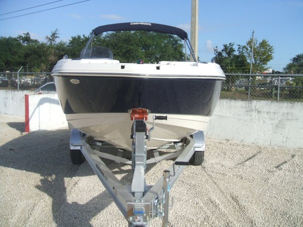 Chaparral 191 SunCoast DeckBoat