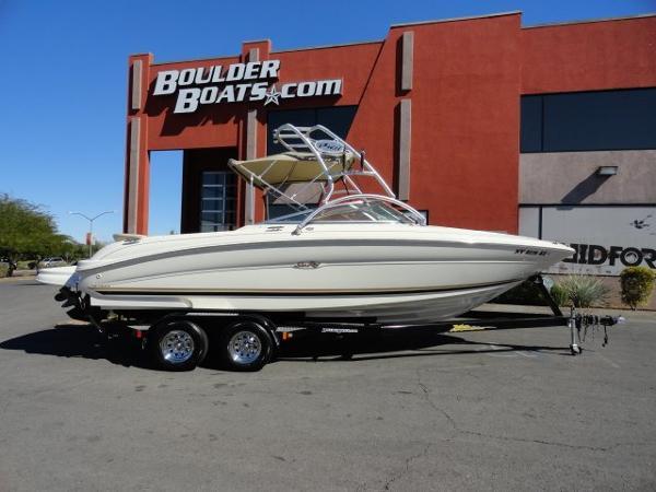 Sea Ray 230 Signature Bow Rider