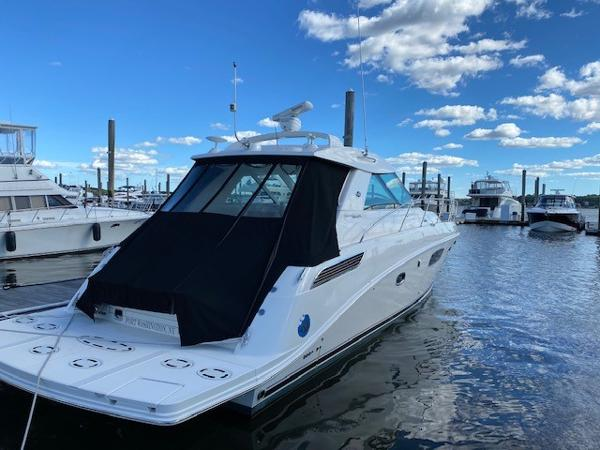 Sea Ray 450 Sundancer Starboard Stern