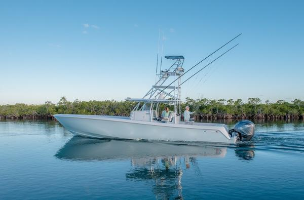 Contender 44 ST Step Hull 2020 Contender 44 ST Sister Ship Center Console
