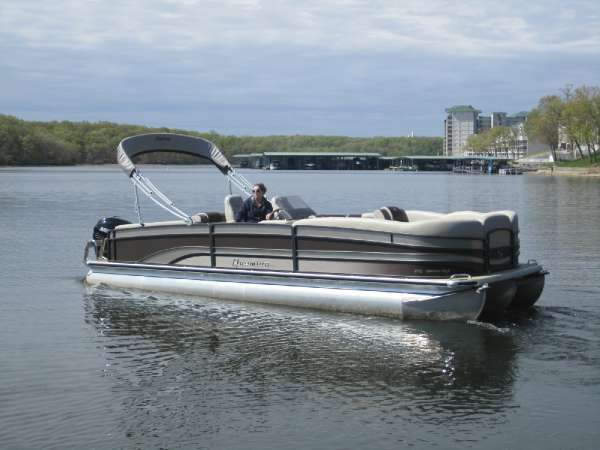 PREMIER BOATS Grand Isle 270 SL