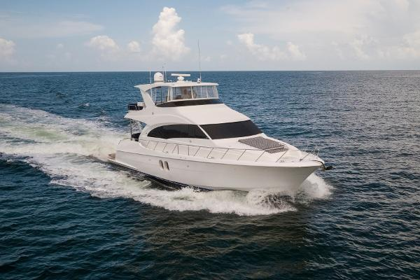 Hatteras 60 Motor Yacht STBD bow profile