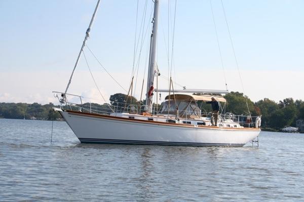 Bristol Sloop 47.7/49 Bristol Sloop 49 at anchor