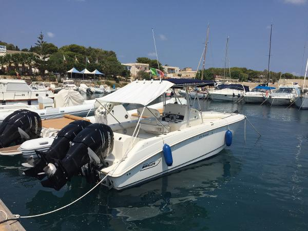 Boston Whaler 270 Outrage Boston 270 Outrage, aft profile