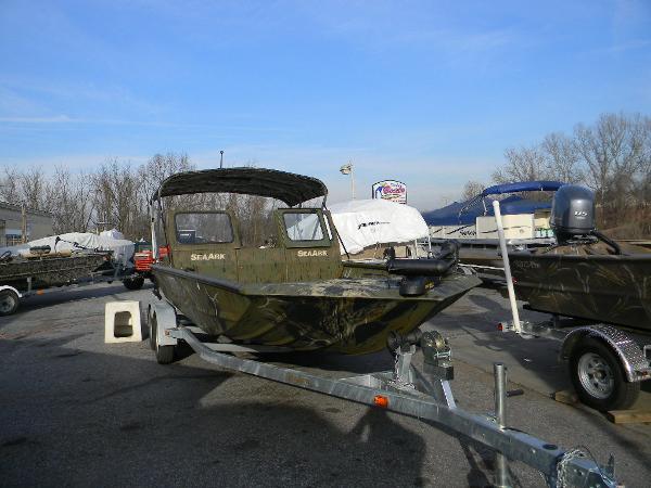 Seaark 22' Predator Fishermen Special